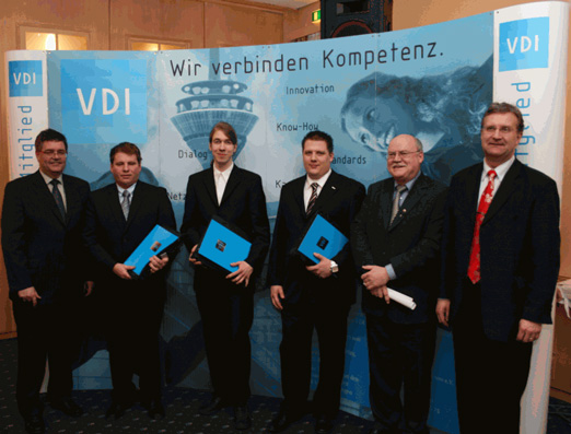 Dipl.-Ing. Dirk Trümner (2.v.l.) - Auszeichnung der Diplomarbeit durch den VDI